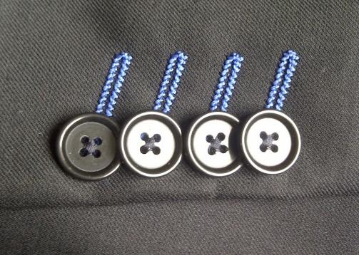 AMFReece_S4000_スーツ袖口のセッパ飾り_Zoom.jpg
