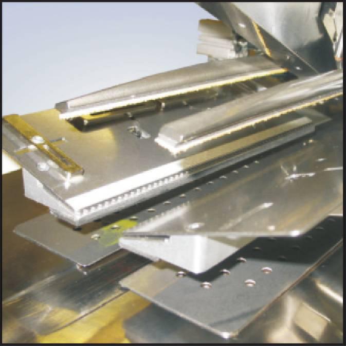 AMFReece_Series39_8)サンドイッチクランプ装置.jpeg